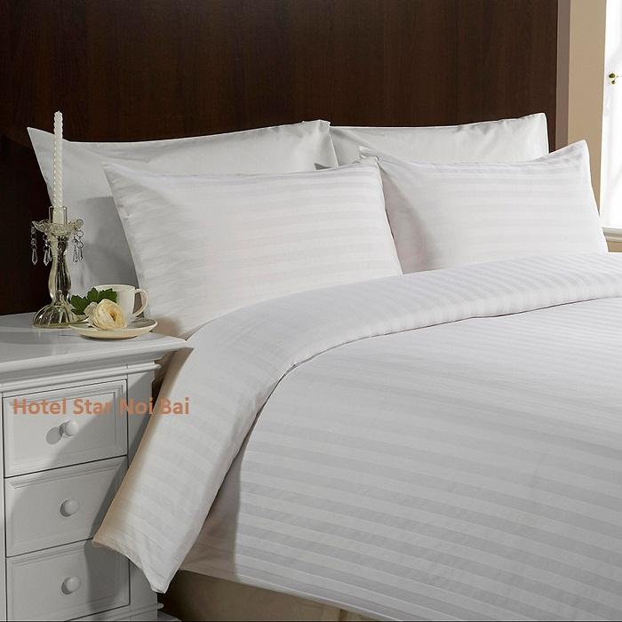 Trong phòng ngủ khách sạn đa số không có gối ôm là sao?