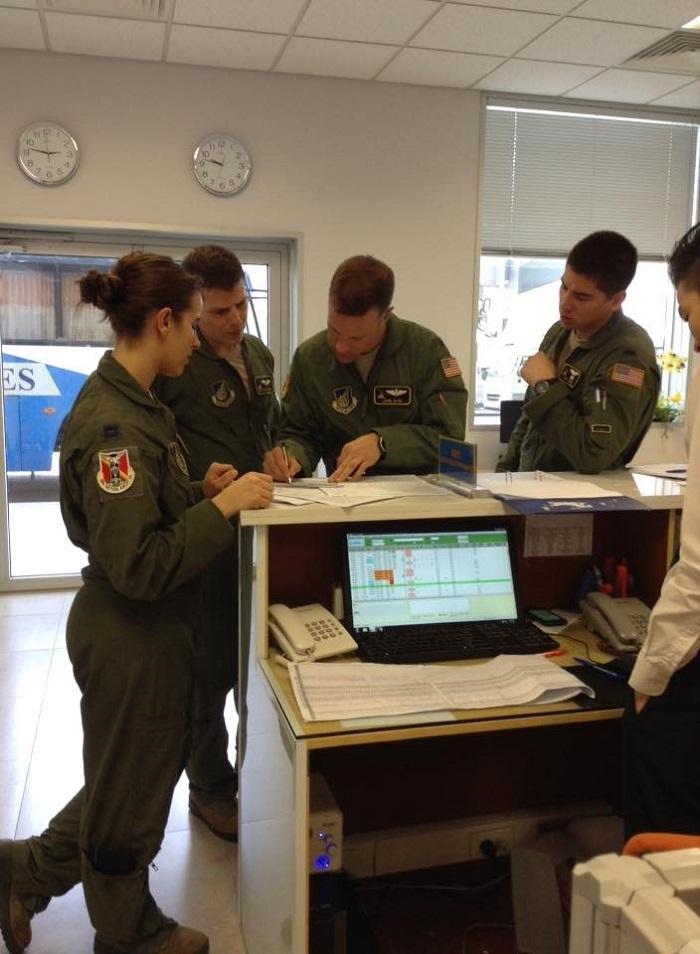 Tổ lái hỗ trợ bay sân bay Nội Bài